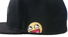 Awesome Smiley Cap mit kleinem Awesome Smiley Face bestickt