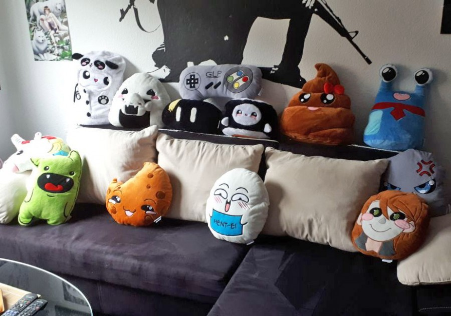 Smiley Kissen Sofa Einhorn Sushi Cookie Merch Ei