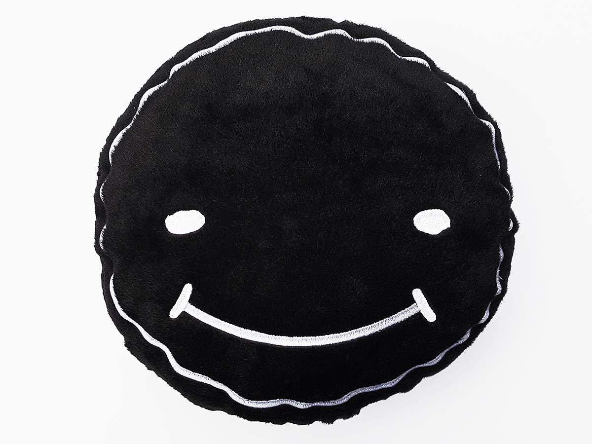 moodrush luca smiley kissen schwarz concrafter shop. Black Bedroom Furniture Sets. Home Design Ideas