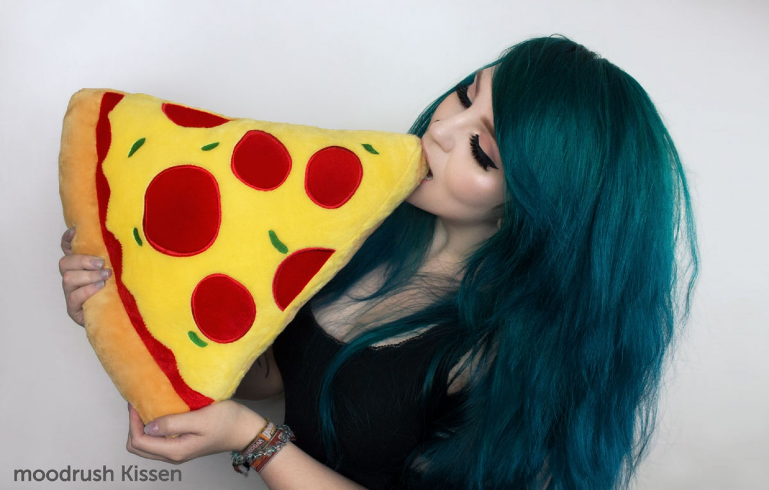 Pizza Kissen Cute Girl